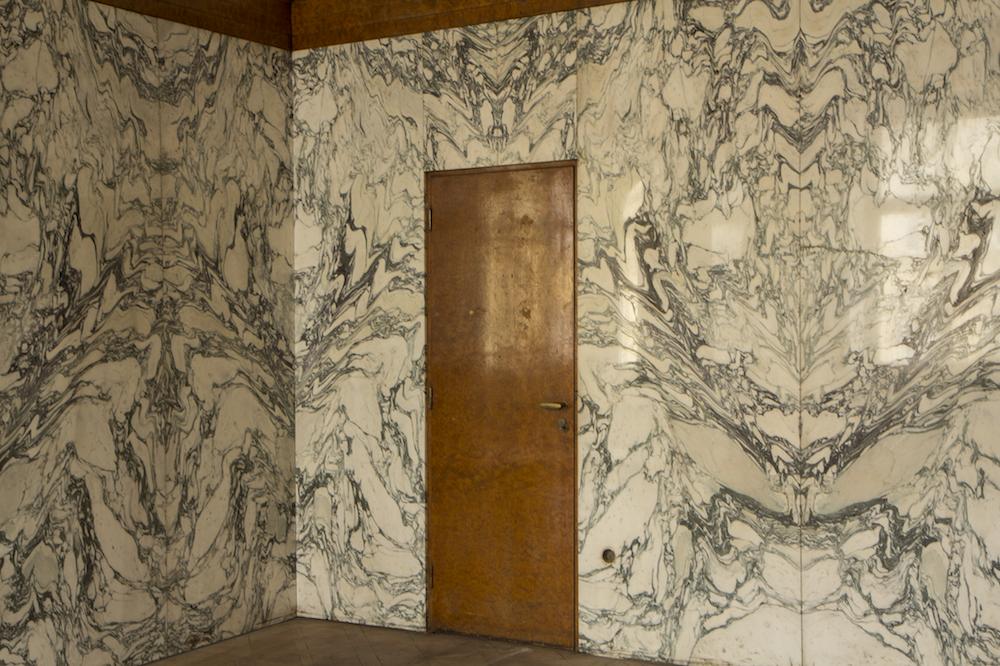 Fantastico-marble-in-the-music-room-Hugo-Semler-Apartment-Klatovsk†-st.-19_