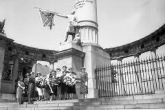 Monument-Davis-Daughters