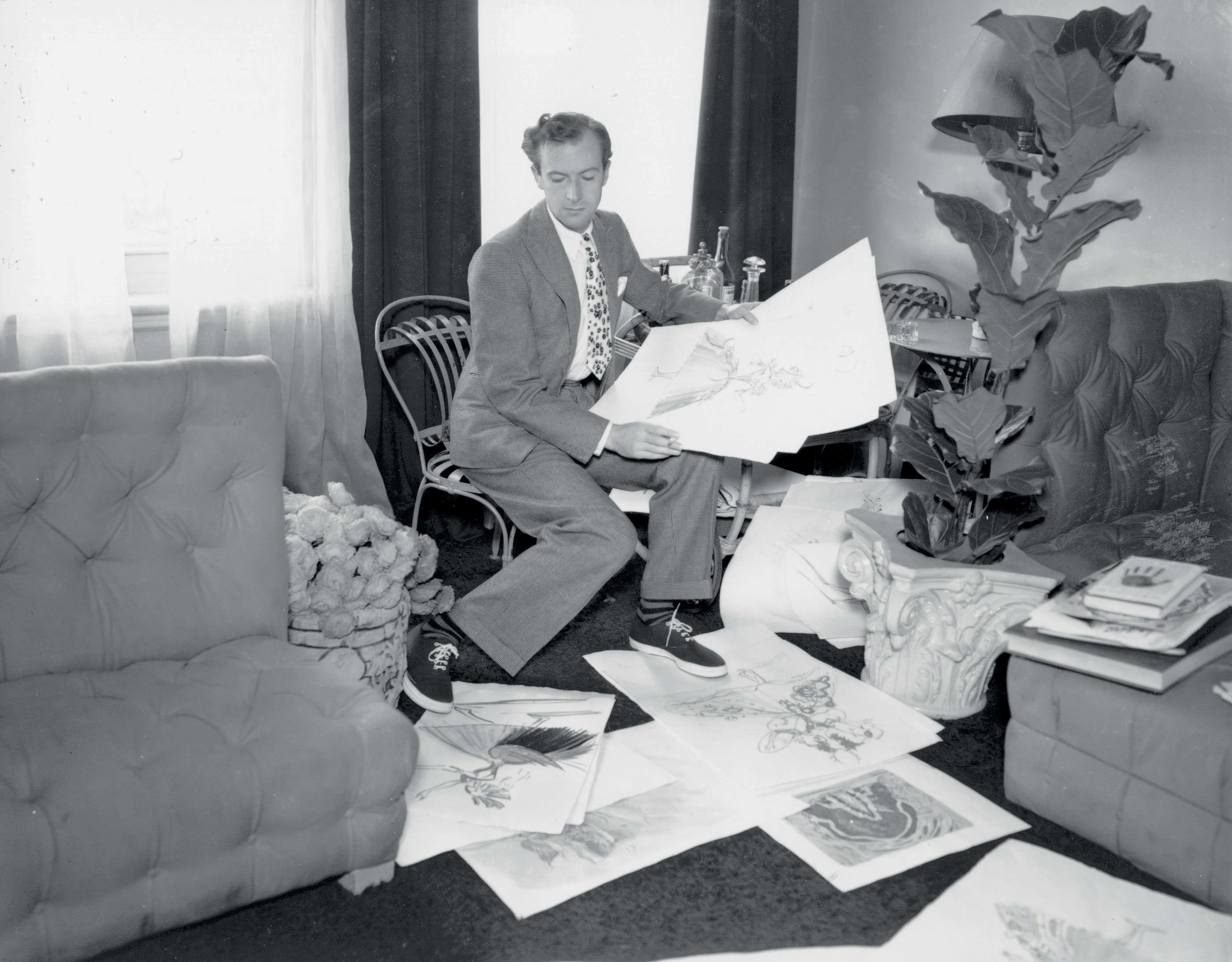 English photographer and designer Sir Cecil Beaton at home, 1936. (Photo by Sasha/Getty Images)