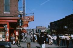40th Street, Philadelphia,1964, Photo by Denise Scott Brown, > courtesy of Venturi, Scott Brown and Associates, Inc.