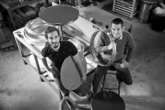 Portraits d'Alexandre Gadessaud (en bleu) et David Herault à l'origine de la société Ardamez spécialisée dans le mobilier de bistrot et les plaques émaillées. Nort-sur-Erdre le 03/09/2015. LP/Jean-Sébastien Evrard