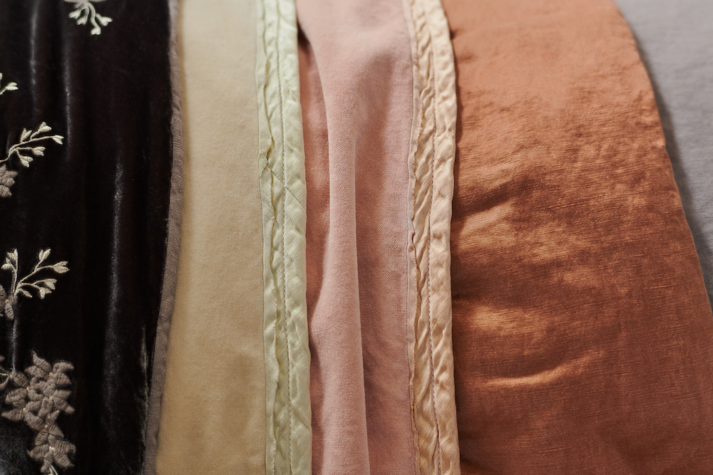Bella_Notte_Harlow_Blanket_Detail_Parchment_Rouge-1