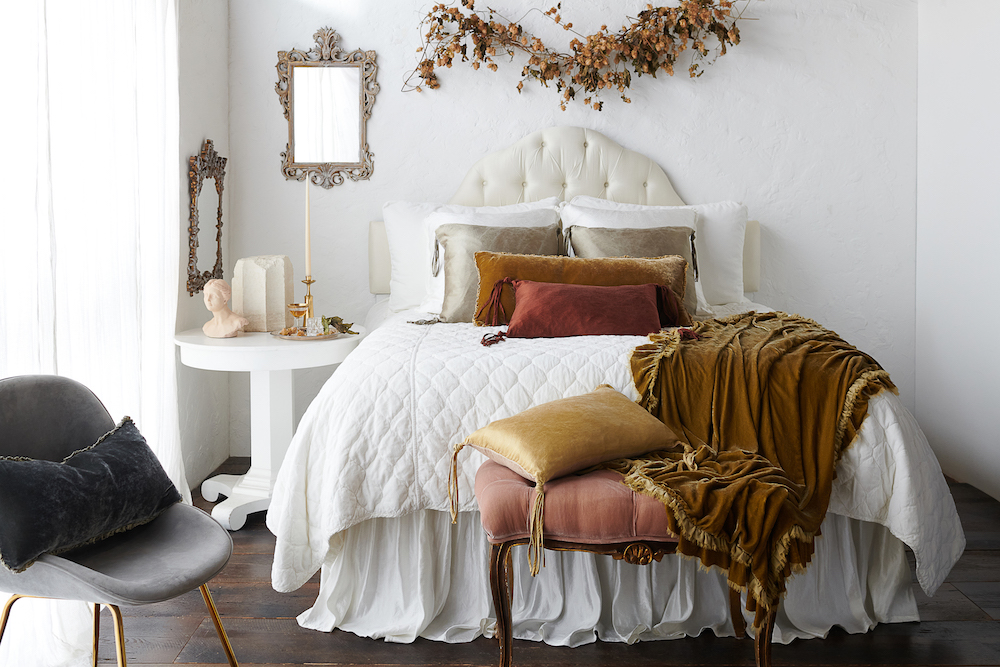 Bella_Notte_Harlow_Coverlet_Winter_White_Full_Bed_300_1-AA
