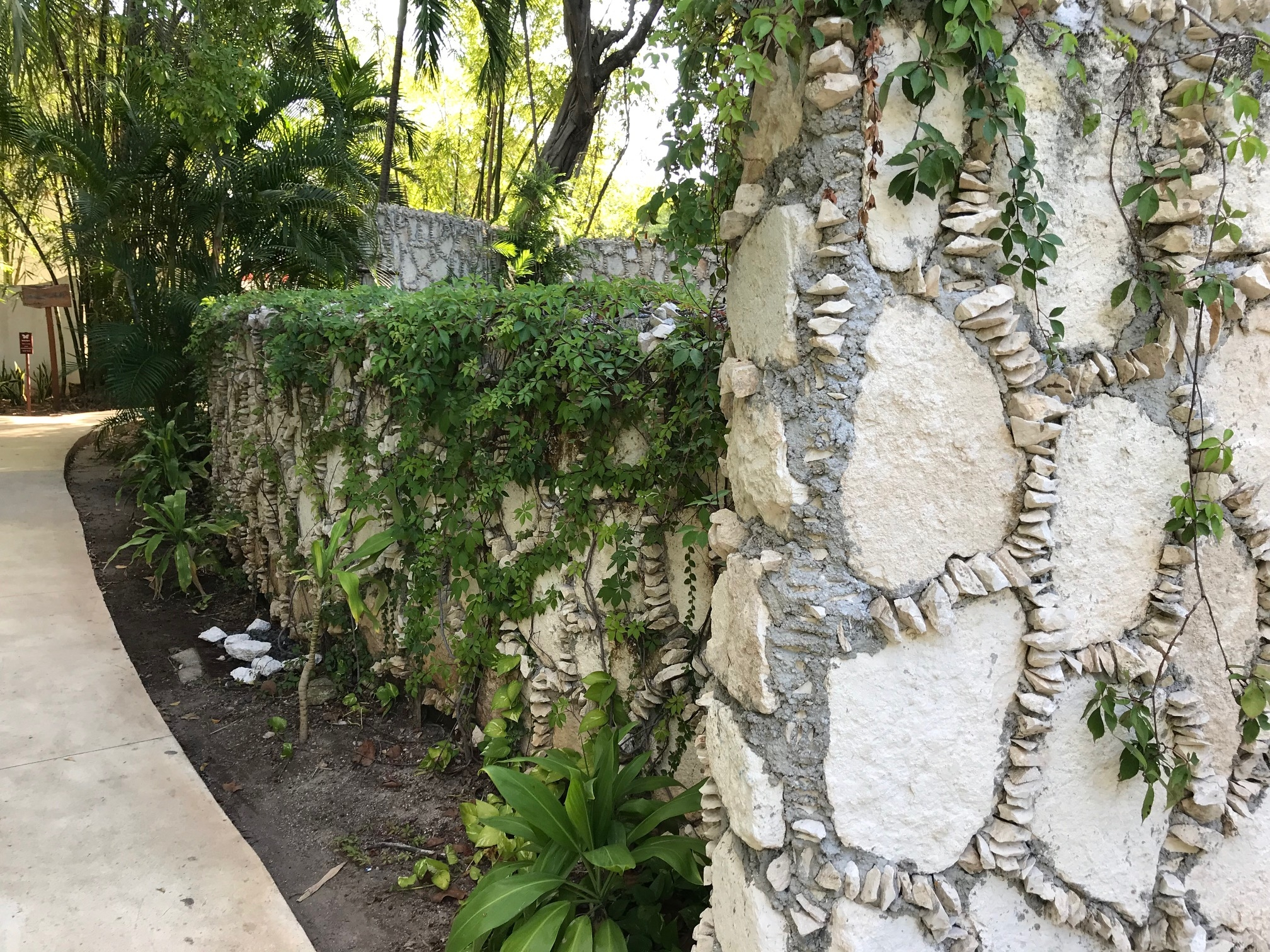 Stone-chip-encrusted wall, Mahekal Resort, Mexico