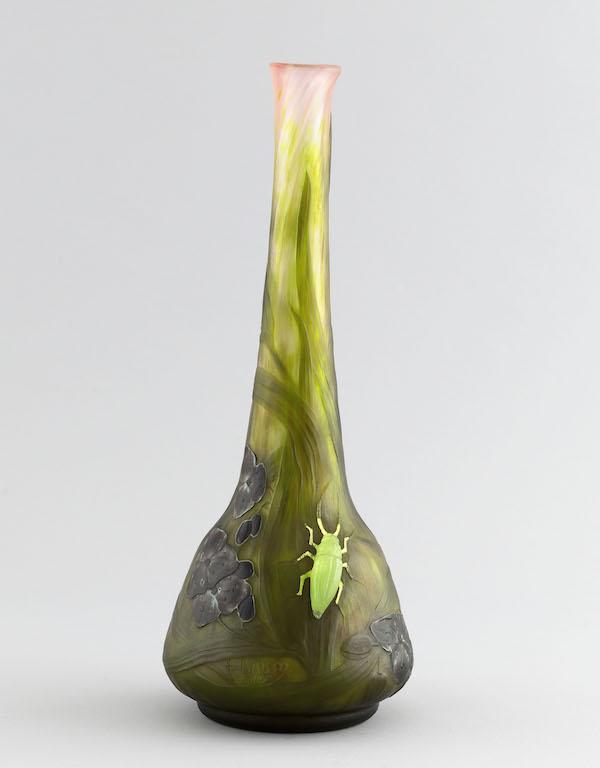 Daum Frères. Vase Scarabée. Pâte de verre. 1911. Musée des Beaux-Arts de la Ville de Paris, Petit Palais.