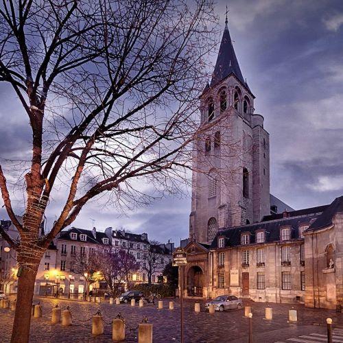 Saint Germain des Prés: Exterior night shot
