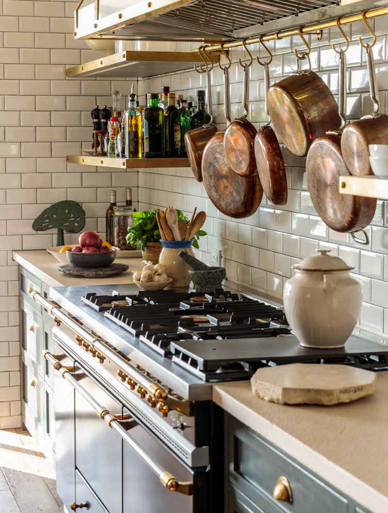 P. 209 Even the simplest kitchen represents a game of multiple choice, with considerations that include hardware, sur faces, and accessories. Photo Credit: The Ingalls