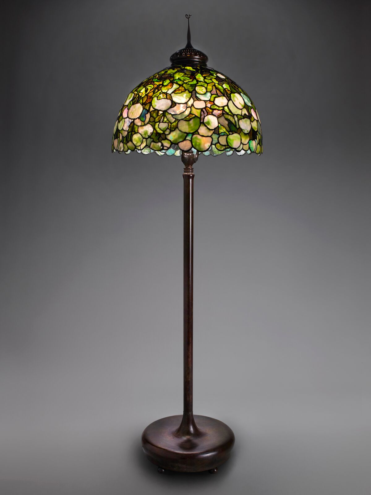 Tiffany Studios, Snowball Hydrangea Floor Lamp , about 1903–10, leaded glass, bronze. Photograph by John Faier. © Driehaus Museum 2013