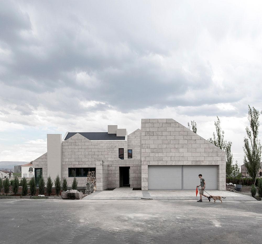 07-Private-house-in-Vahakni-district-Yerevan-city-Armenia-project-by-ARCHcoop-Architectural-Studio-Garegin-Yeghoyan-2017.-Photo-by-Garegin-Yeghoyan