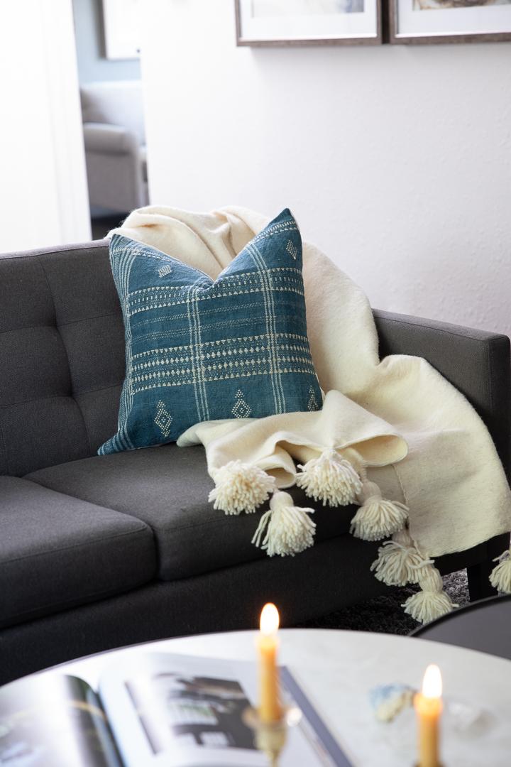 Wildwood-House_Caroline-Pillow_Talia-Pom-Pom-Throw