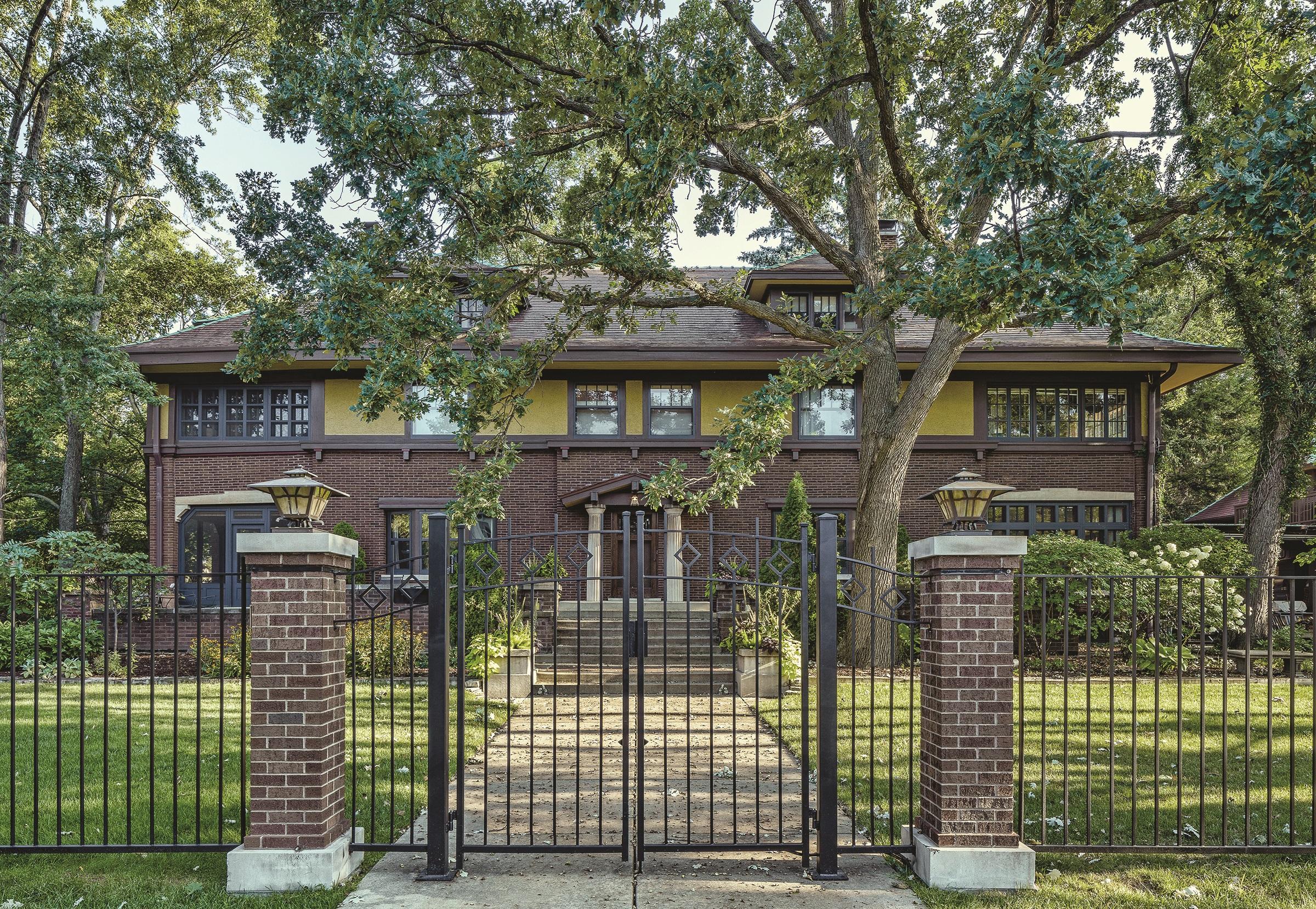 George D. Webb House ( Henry K. Holsman, 1910) Credit: Courtesy of Frank Lloyd Wright Tru st. Photographer: James Caulfield