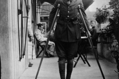 1-hemingway-on-crutches-copy