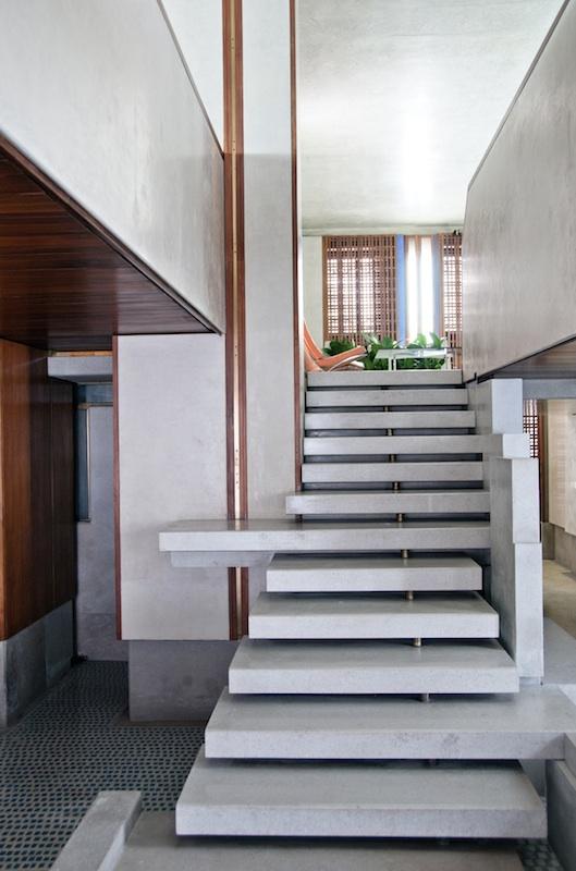 Scarpa staircase Olivetti Negozio photo credit manuel chiesa