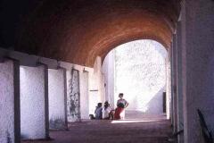 04-school-of-modern-dance-corredor-students-low-res