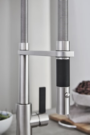 cf-corsano-culinary-pull-out-kitchen-faucet-closeup