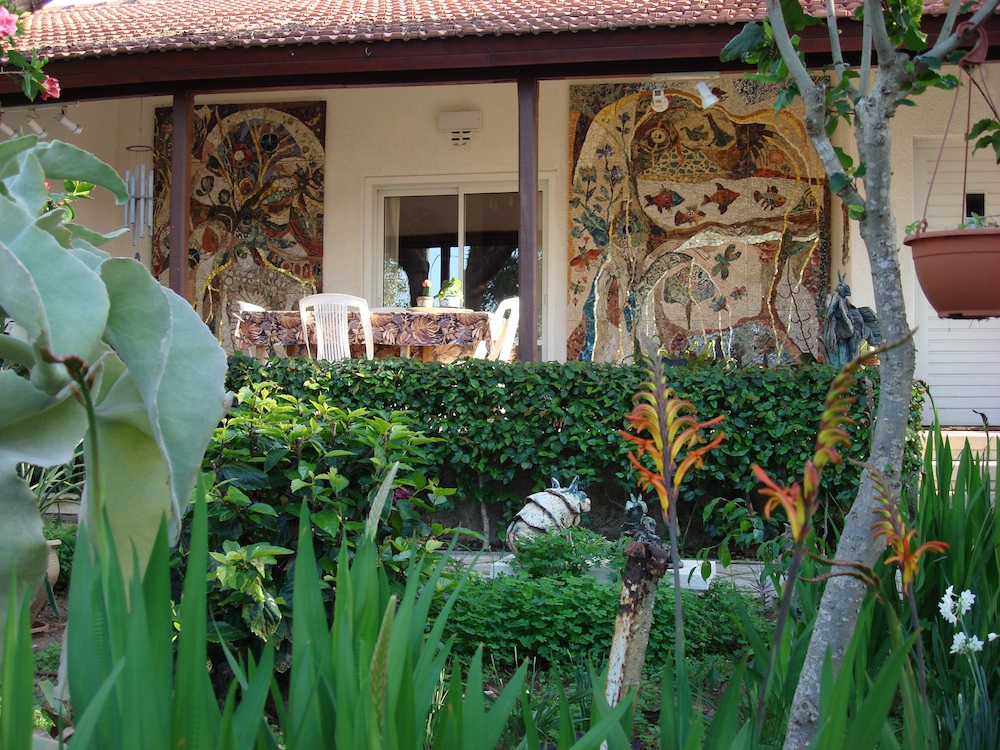 aa_mosaic-garden-house_1000x750