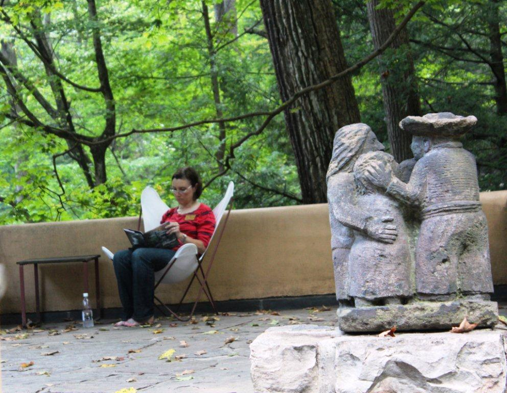 2013-io-deborah-reading-on-sr-terrace-2
