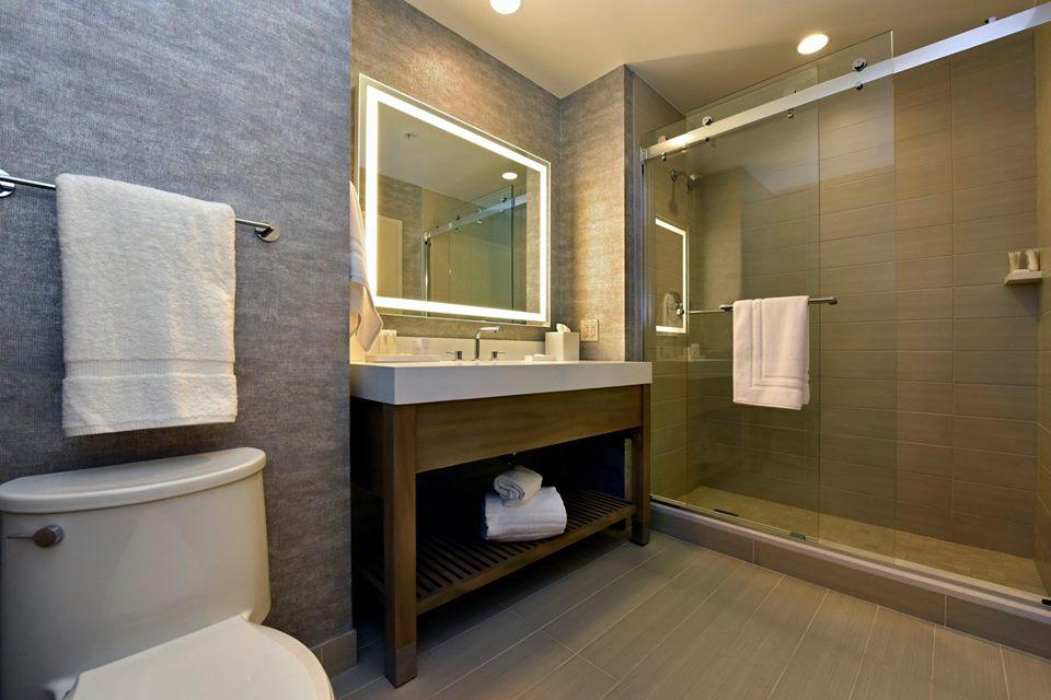 jb-duke-hotel-model-room-bathroom