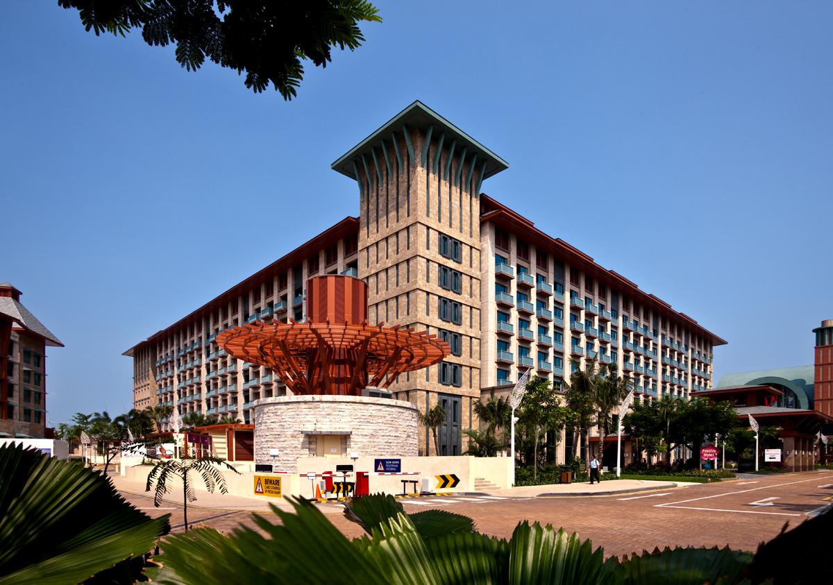18 Festive Hotel