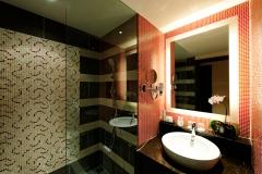 22 Festive Guest Bathroom